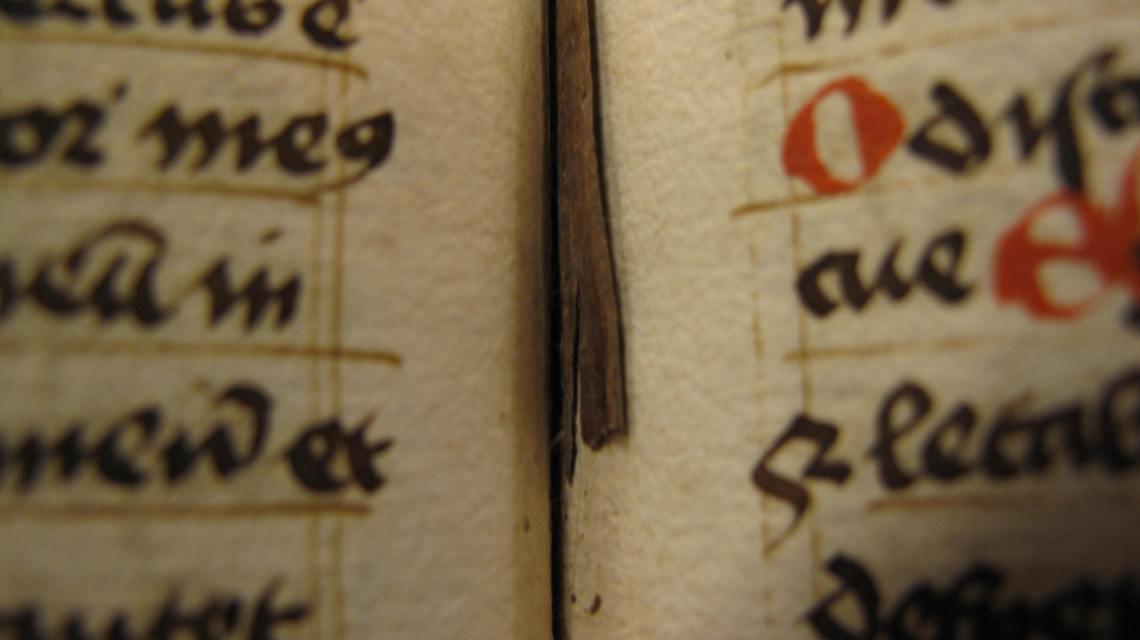 apl-g-185000strawbookmarker